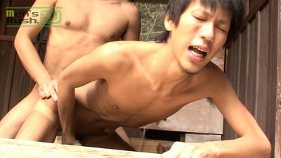 [Men's Rush] MR-KR488 – 掘られててもフル勃起!淫乱度NO.1のジャニ系男子は今日も元気に生SEX!