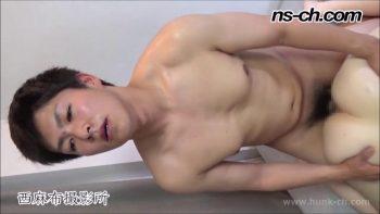 [HUNK-CH] NS-582 – ノンケのSEX事情!!男子大学生を女の前で全裸にして仁王立!!(慶太君編)