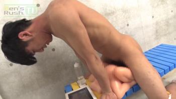 [MEN'S RUSH] MR-ON1060 – 初登場のスリ筋ノンケがダッチマ○コに突っ込み腰フリオナニー!