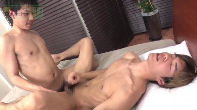 [MEN'S RUSH] MR-KR1476 – 長マラノンケ男子がGENKIと生SEX♂チ○コを揺らしながら掘られまくり!