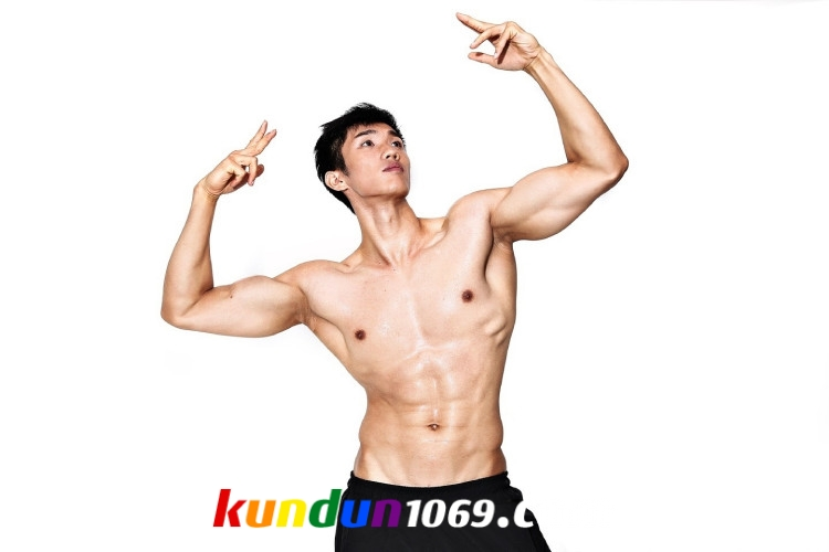 [CHINESE] MALESHOW – XIAO XIONG (斗兽场 – 健身模特 XIAO熊快点跑)