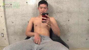 [MEN'S RUSH] MR-ON1040 – ノーパンスウェット姿の短髪顎鬚男子がズル剥けマラをシコシコ★