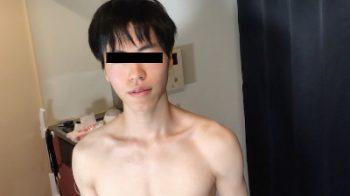 HBM-004 – 18歳大学生の童貞オタクボーイがカメラの前でVRオナニーを披露!!